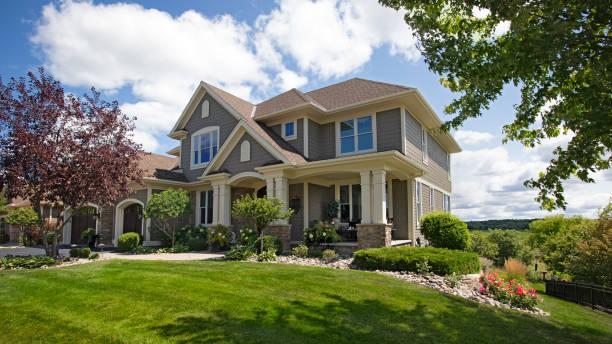 suburban house - im freien stock-fotos und bilder