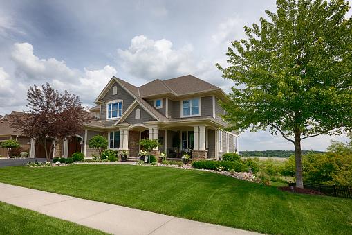 istock Suburban House 984568356