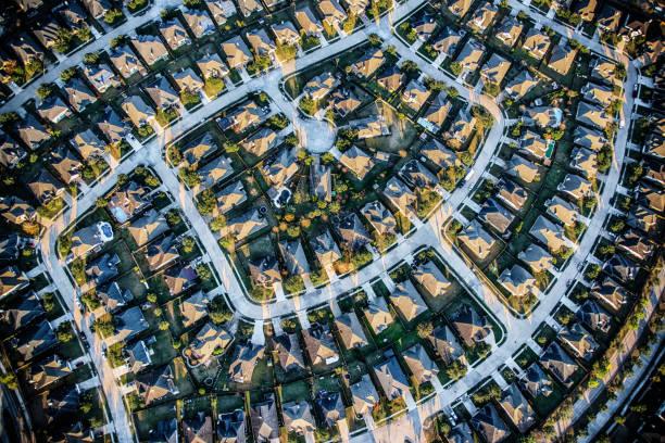 suburban meister geplante gemeinschaft antenne - flugzeugperspektive stock-fotos und bilder