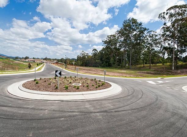 suburban rond-point de - rond point carrefour photos et images de collection