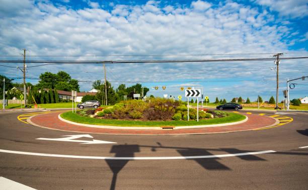 rond-point de banlieue - rond point photos et images de collection