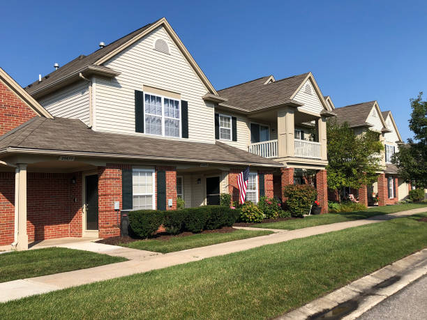 Suburban townhouses Brownstown, Michigan-September 20, 2019:  Condominium homes in an upscale Detroit suburb. townhouse stock pictures, royalty-free photos & images