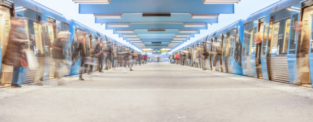 subway pendlare spännande tunnelbanetåg - tunnel trafik sverige bildbanksfoton och bilder