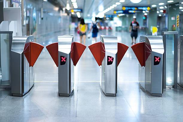 ingresso della stazione della metropolitana  - subway foto e immagini stock