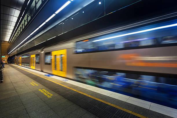 subway platform - 鐵路運輸 運輸 個照片及圖片檔