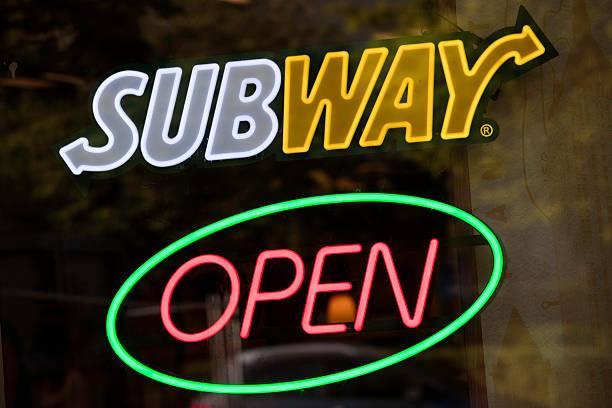 insegna della metropolitana - subway foto e immagini stock