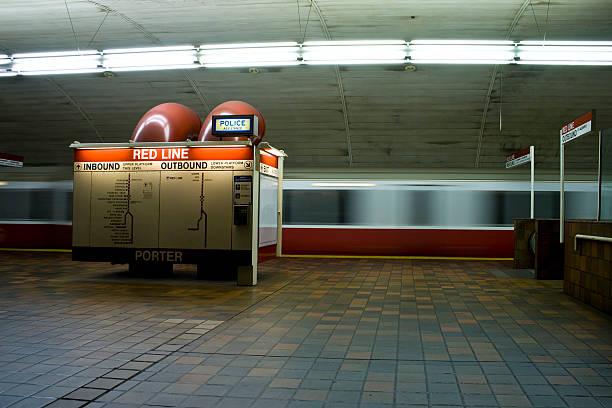 u-bahn-station und bahnhof - t stock-fotos und bilder