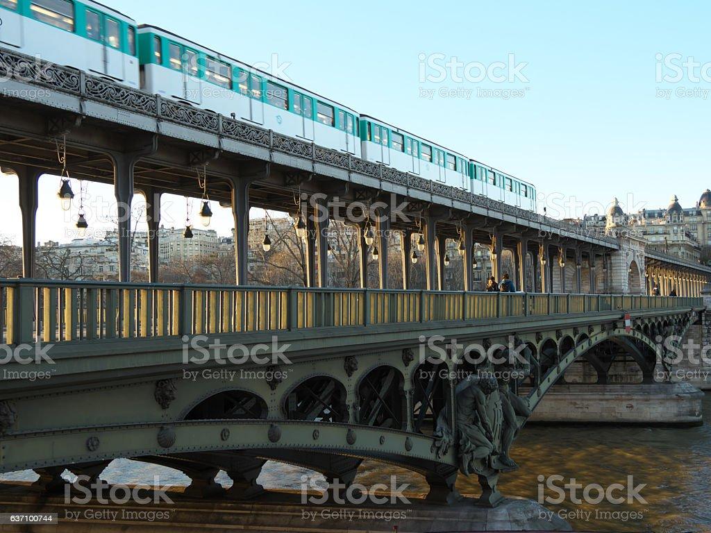 Subway train passes Bir Hakeim bridge - Photo