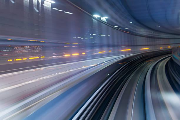 tunnel della metropolitana con motion blur all'interno di una città - subway foto e immagini stock