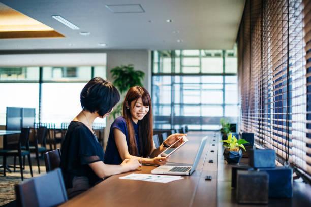 成功するビジネスへの投資を実施します。 - 東洋民族 ストックフォトと画像