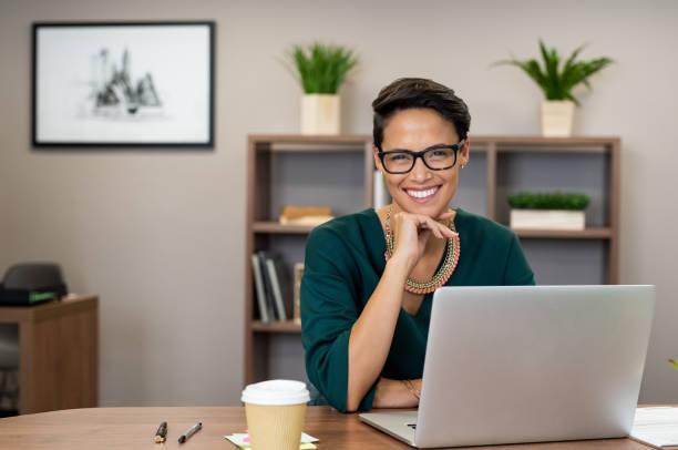 Erfolgreiche Business-Frau, Lächeln – Foto