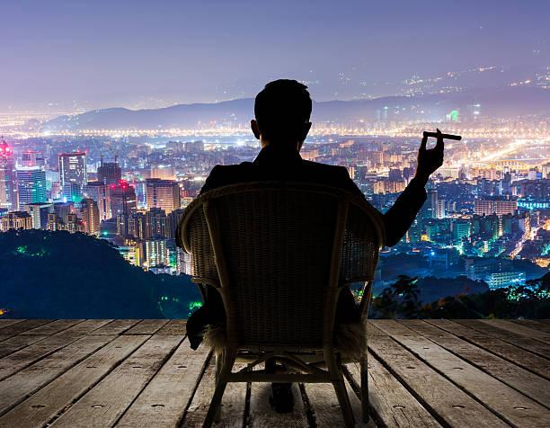 successful businessman - guy with cigar stockfoto's en -beelden
