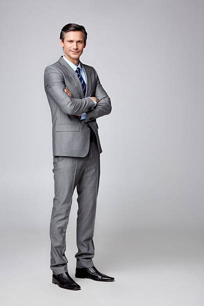 成功したビジネスマンに手折り返し copyspace - 腕組み スーツ ストックフォトと画像