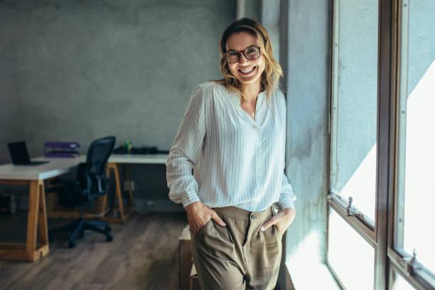 successful female entrepreneur - образ жизни стоковые фото и изображения