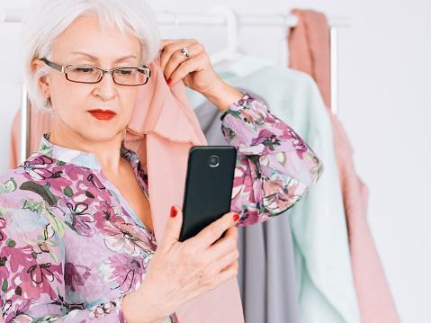 672064598 istock photo successful senior woman fashion boutique business 1133515235