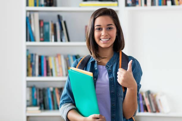 Estudiante femenina española exitosa - foto de stock