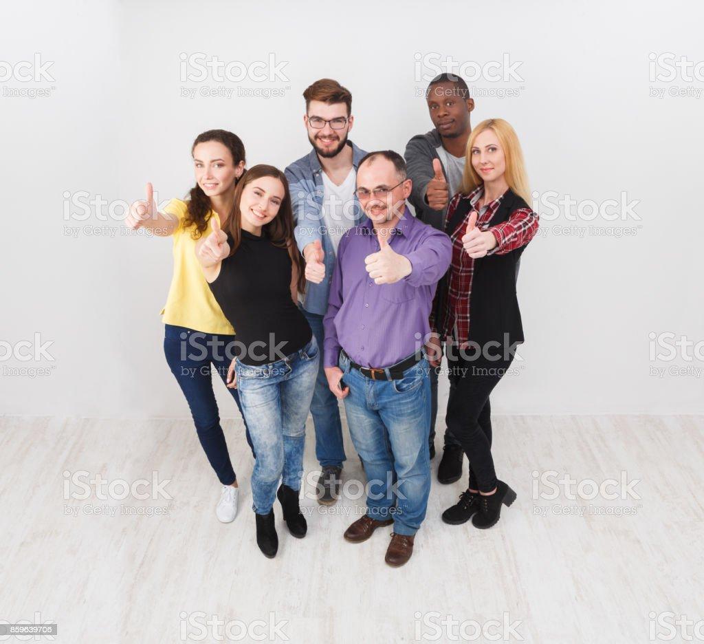 Başarılı takım kavramı. Kendine güvenen iş adamları stok fotoğrafı