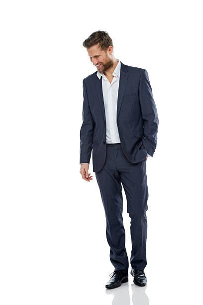 successo giovane sorridente uomo d'affari alla ricerca verso il basso - guardare verso il basso foto e immagini stock