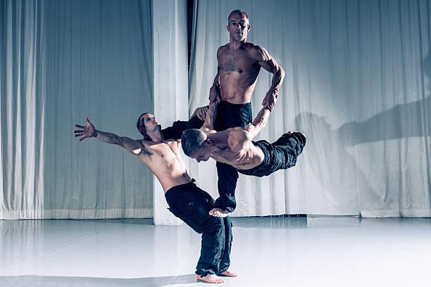 Erfolgreiche Zusammenarbeit mit drei professionelle Akrobaten – Foto