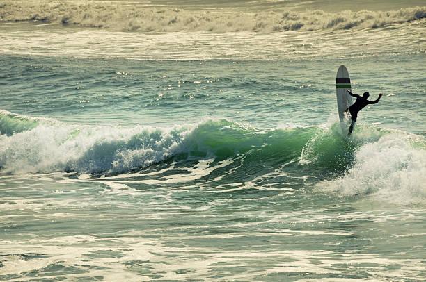 Sufer sur la vague - Photo