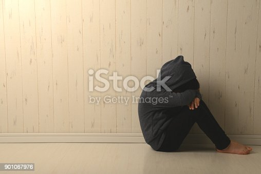 istock Suffering child in dark room 901067976