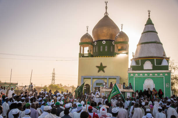 Sufi ceremony at Hamad al-Nil tomb in Omdurman in Sudan Sheikh Hamed al-Nil was a 19th-century Sufi leader of the Qadiriyah and every week Sufis gather here to celebrate omdurman stock pictures, royalty-free photos & images