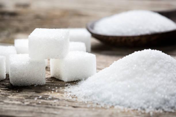 sugar and cubes - close-up - zuccherificio foto e immagini stock