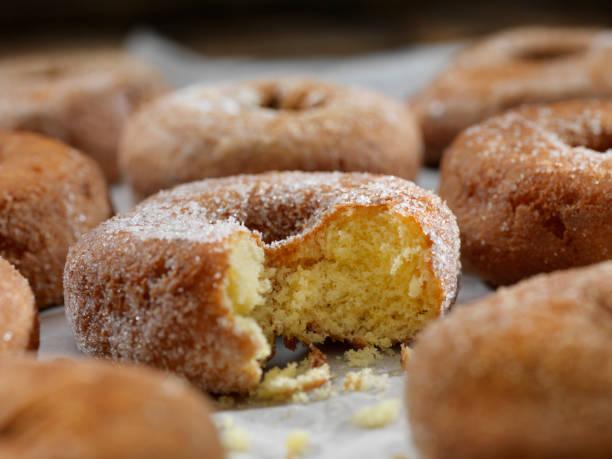 Zucker und GewürzKuchen Donuts – Foto
