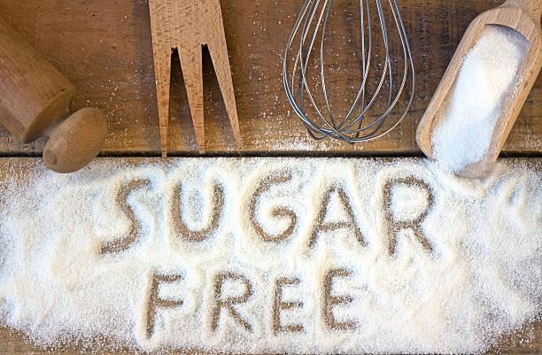 sugar kostenlose wort mit hintergrund - zuckerfreie lebensmittel stock-fotos und bilder