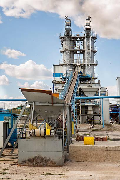 sugar rafinery in nakło, poland - zuccherificio foto e immagini stock
