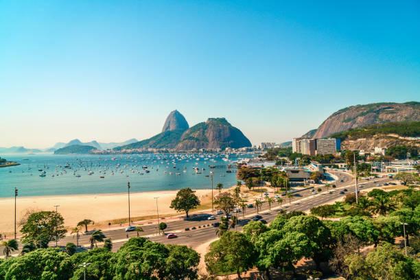sugarloaf mountain in rio de janeiro, brazil - бразилия стоковые фото и изображения