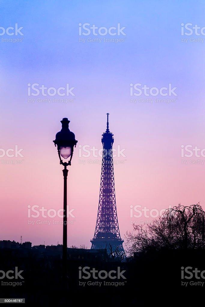 Anzügliches Sonnenuntergang, Blick auf den Eiffelturm – Foto