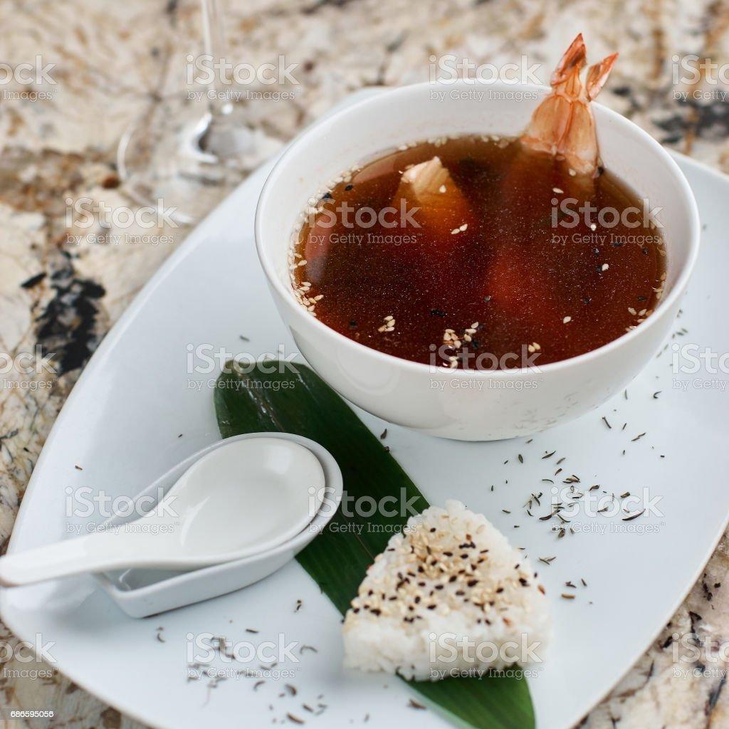 Suimono soup in white bowl photo libre de droits