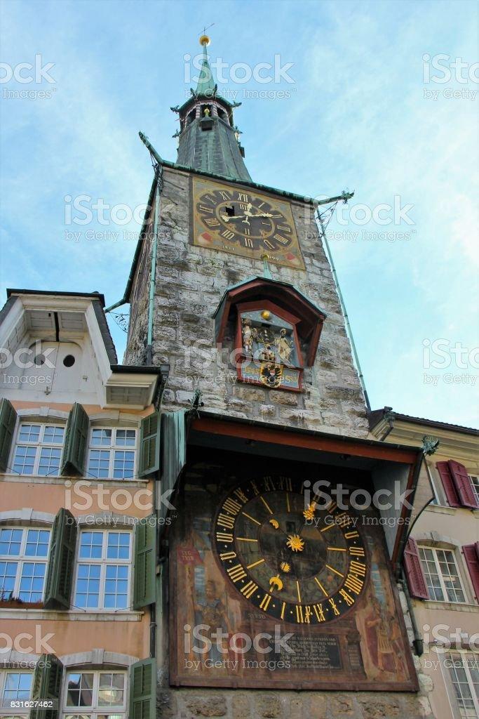 suisse, solothurn ( soleure) - centre ville, marktplatz et tour de l'horloge stock photo