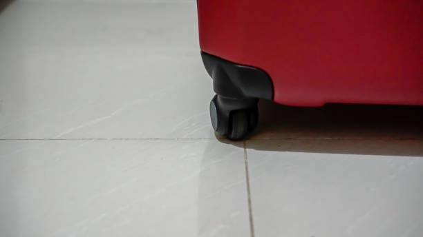 koffer räder stock foto - trolley kaufen stock-fotos und bilder