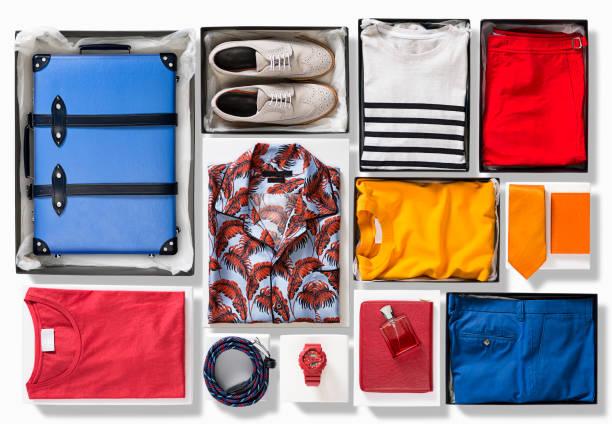 koffer mit herren kleidung isoliert auf weißem hintergrund - pailletten shirt stock-fotos und bilder
