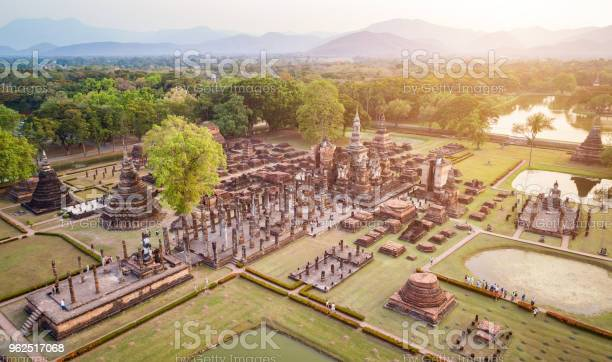 Foto de Parque Histórico De Sukhothai Na Província De Sukhothai Do Norte Da Tailândia e mais fotos de stock de Acima