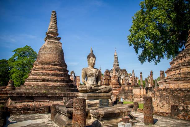 parque histórico de sukhothai - sukhothai - fotografias e filmes do acervo