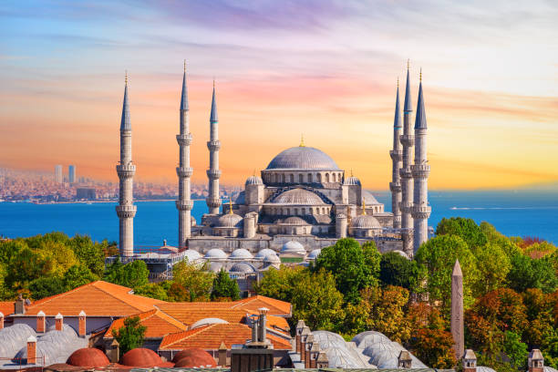 мечеть султана ахмеда или голубая мечеть в стамбуле, одна из самых известных турецких достопримечательностей - стамбул стоковые фото и изображения