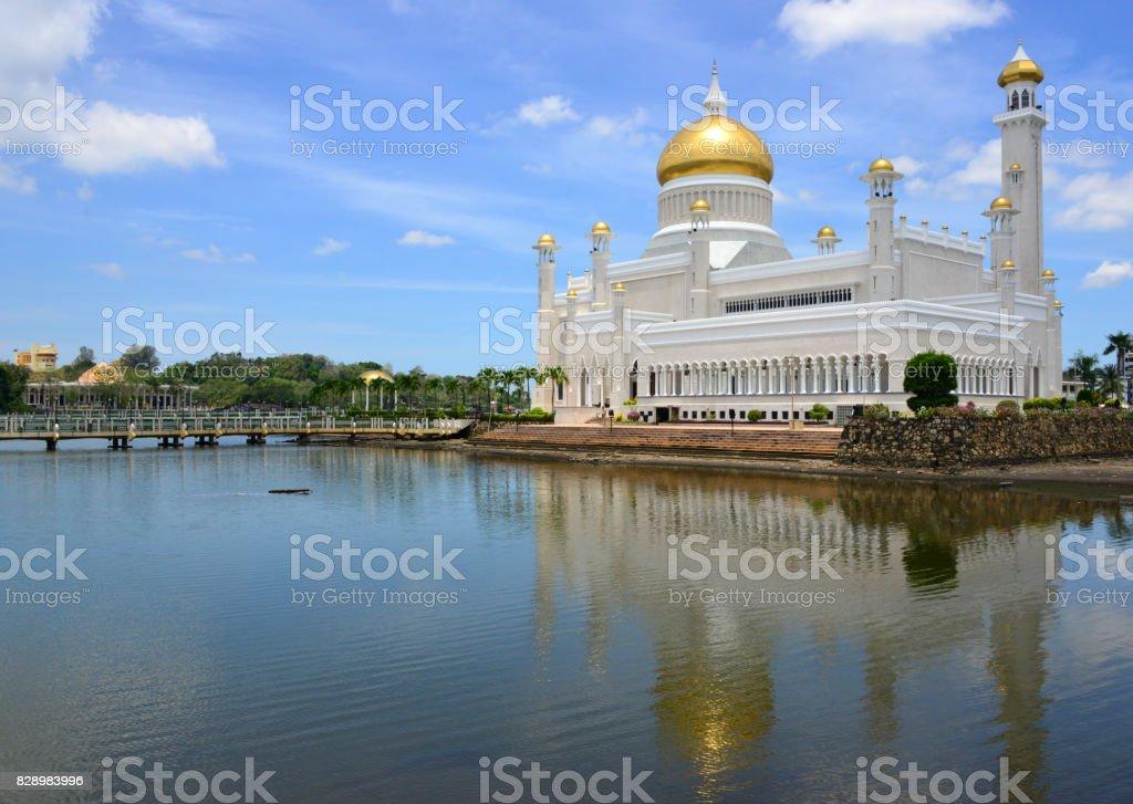 Sultan Omar Ali Saifuddin mosque and the lagoon, Bandar Seri Begawan, Brunei stock photo