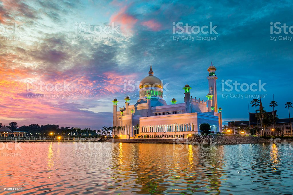 Sultan Omar Ali Saifuddin Mosque, Brunei at twilight stock photo