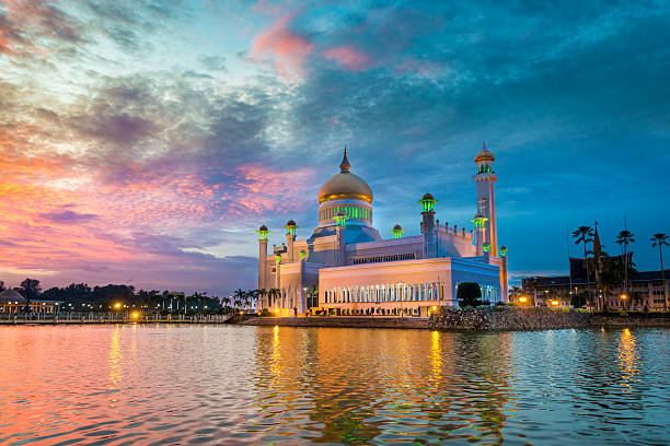 Sultan Omar Ali Saifuddin Mosque, Brunei at twilight