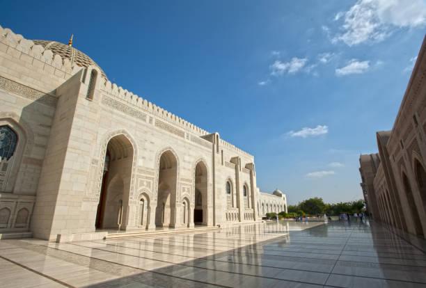 """sultan qaboos grand mosque in maskat. schöne arabische architektur."""" n - maskat stock-fotos und bilder"""