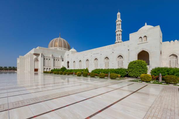 sultan qaboos moschee von masqat, oman - maskat stock-fotos und bilder