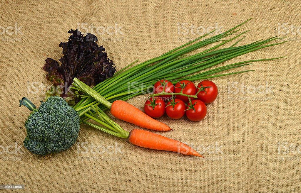Summer artisan vegetables and greens at canvas royalty free stockfoto