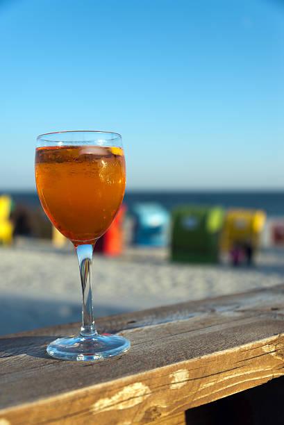 sommer strand aperitif - nordsee urlaub hotel stock-fotos und bilder