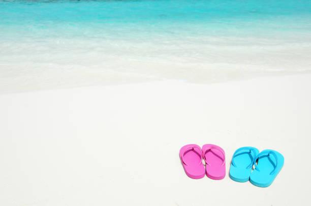 sommer strand urlaub kopie raum szene - flitterwochen flip flops stock-fotos und bilder