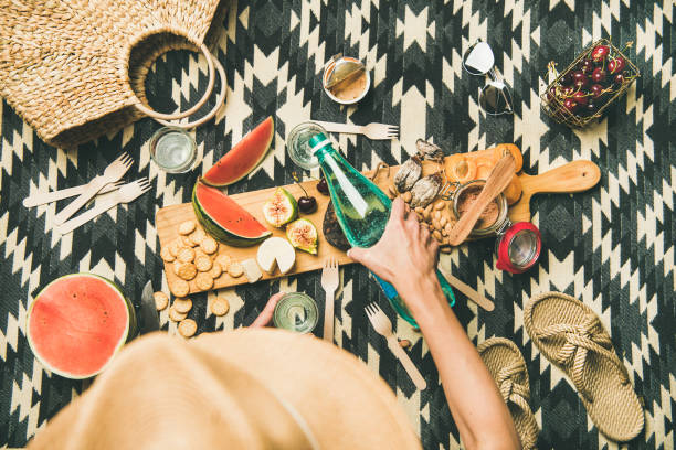 summer beach picnic setting with charcuterie and fruits, copy space - pesche bambino foto e immagini stock