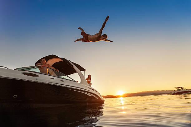 Summer Boot springen bei Sonnenuntergang – Foto