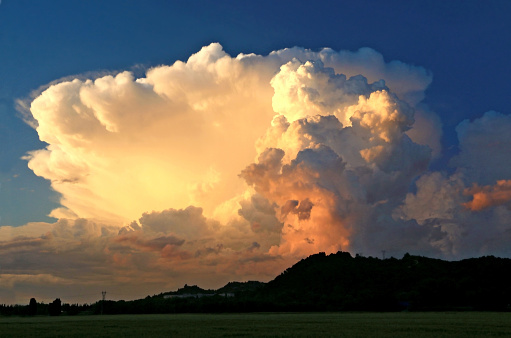 Beautiful cumulonimbus forming at the end of the day hot.